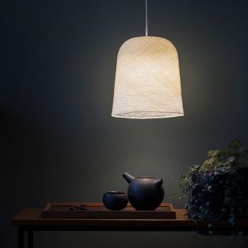 Lamp Jupe ivoorkleur met het licht aan